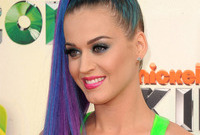 How-to-do-katy-perry-colourful-makeup-side